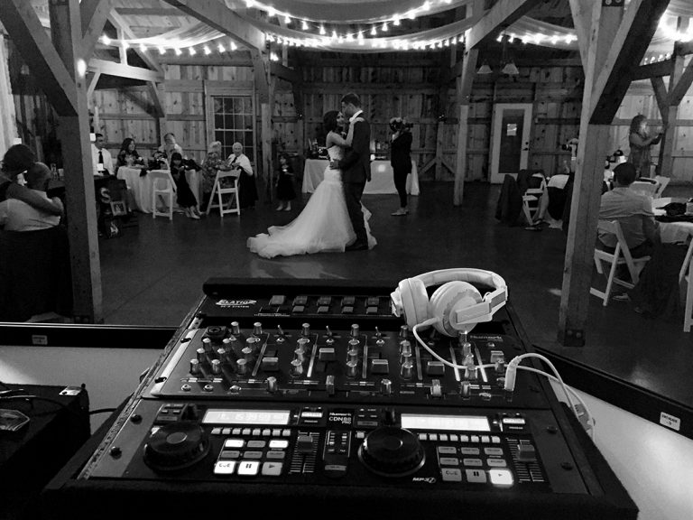 Wedding at Wedding barn - black & white photo